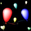 farbige Luftballons auf schwarzem Hintergrund