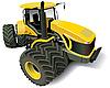 Желтый современный трактор | Иллюстрация