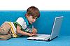 ID 3013982 | Chłopiec z laptopem | Foto stockowe wysokiej rozdzielczości | KLIPARTO