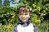 ID 3013996 | Мальчик с венком из желтых цветов | Фото большого размера | CLIPARTO
