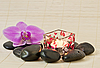 ID 3014012 | Rosa Orchidee und Zen Steine mit einer Kerze | Foto mit hoher Auflösung | CLIPARTO