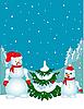 Schneemänner neben dem Weihnachtsbaum.