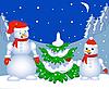 Schneemänner neben dem Weihnachtsbaum