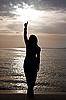ID 3024429 | Sylwetka pięknej dziewczyny przed zachodem słońca. | Foto stockowe wysokiej rozdzielczości | KLIPARTO