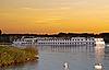 ID 3031499 | Passagierschiff auf dem Fluss am Sonnenuntergang | Foto mit hoher Auflösung | CLIPARTO