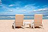 ID 3015371 | Dwa leżaki plaża na brzegu w pobliżu oceanu | Foto stockowe wysokiej rozdzielczości | KLIPARTO