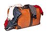 ID 3015767 | Overstuffed bagaż w starym walizka samodzielnie na białym tle | Foto stockowe wysokiej rozdzielczości | KLIPARTO