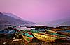 美丽的费瓦湖上的船黄昏景观 | 免版税照片
