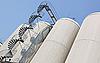 ID 3017119 | Промышленные дистилляционные колонны на заводе | Фото большого размера | CLIPARTO