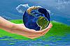 세계주의를 기울여야 - 손바닥에 지구를 | Stock Foto