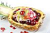 ID 3019373 | Коктейль с мороженым и фруктами в ананасе | Фото большого размера | CLIPARTO