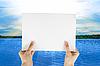ID 3019519 | Weißes Papier in Hände | Foto mit hoher Auflösung | CLIPARTO