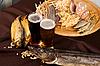 Bier und Imbiß | Stock Foto