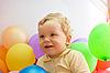 ID 3027525 | Junge mit bunten Luftballons | Foto mit hoher Auflösung | CLIPARTO