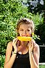 ID 3036962 | Frau isst Maiskolben | Foto mit hoher Auflösung | CLIPARTO