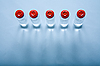 ID 3022448 | 小瓶液体医学或科学 | 高分辨率照片 | CLIPARTO