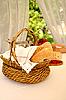 ID 3023209 | Корзинка хлеба на столе | Фото большого размера | CLIPARTO