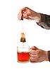 ID 3023234 | Hand des Mannes mit Tüte Tee | Foto mit hoher Auflösung | CLIPARTO