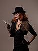 ID 3092629 | Kobieta w czarnym kapeluszu Gangster | Foto stockowe wysokiej rozdzielczości | KLIPARTO