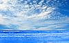 Ozean und perfekter blauer Himmel | Stock Foto