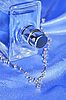 Elegante Kette mit Brillanten und Parfüm | Stock Foto
