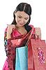 Schöne junge Frau mit Einkaufstüten | Stock Foto