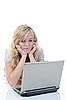 ID 3022006 | Kobieta z laptopem | Foto stockowe wysokiej rozdzielczości | KLIPARTO