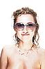 ID 3023910 | Nette Frau mit Sonnenbrille und Hai-Kette | Foto mit hoher Auflösung | CLIPARTO