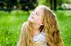 ID 3284668 | Lächelnd kleines Mädchen draußen | Foto mit hoher Auflösung | CLIPARTO