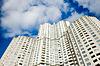 Budynki na niebieskim tle nieba | Stock Foto