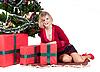 ID 3039653 | Szczęśliwa kobieta z prezenty | Foto stockowe wysokiej rozdzielczości | KLIPARTO