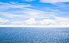 Błękitne morze pod błękitne niebo | Stock Foto
