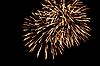 Smugi fajerwerków na nocnym niebie | Stock Foto