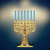 goldene Menora mit sieben blaue Kerzen Beleuchtung