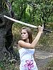 ID 3047647 | Braunhaarige Frau mit Schwert | Foto mit hoher Auflösung | CLIPARTO
