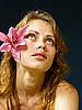 ID 3051531 | Dziewczyna z lilii we włosach | Foto stockowe wysokiej rozdzielczości | KLIPARTO