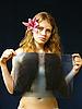 ID 3051535 | Mädchen mit Röntgenaufnahme in Händen | Foto mit hoher Auflösung | CLIPARTO