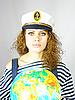 Attraktive Seefrau hält den Globus | Stock Foto