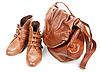 ID 3066197 | Braune Ledertasche und zwei weibliche Stiefel | Foto mit hoher Auflösung | CLIPARTO