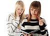 ID 3066342 | Zwei schöne Mädchen lesen ein Tagebuch | Foto mit hoher Auflösung | CLIPARTO