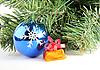 Weihnachtskugel und Geschenk | Stock Photo