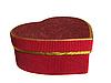 Rote Geschenkbox in Form eines herzens | Stock Foto