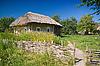 ID 3072554 | Stare ogrodzenia i ukraińskich wsi dom | Foto stockowe wysokiej rozdzielczości | KLIPARTO