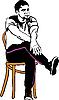 Mann in Turnschuhen sitzt auf einem hölzernen Stuhl