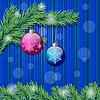 Zwei Weihnachtskugeln und Tannenzweige