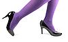 Dziewczyna `s nogi w czarne lakierki wysokie buty na obcasie | Stock Foto