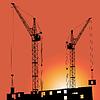 Silhouetten der Baukranen und Gebäuden
