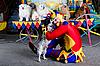 ID 3078972 | Smiling Clown obejmuje jego psa | Foto stockowe wysokiej rozdzielczości | KLIPARTO