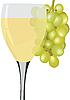 Glas Wein mit einer Weintraube