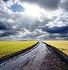 Mokre drogi wiejskiej | Stock Foto